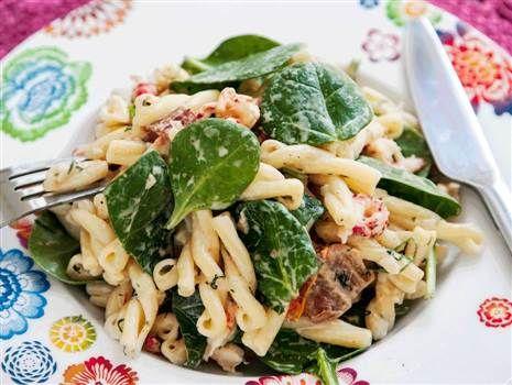 Dillslungad pasta med kräftstjärtar