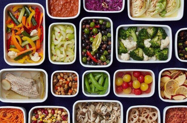 週末に一週間分の常備菜を作って、おいしい一週間を味わいませんか。お弁当や朝ごはん、夕ごはんのおかずづくりなどに役立つ、常備菜作り置きレシピをご紹介。