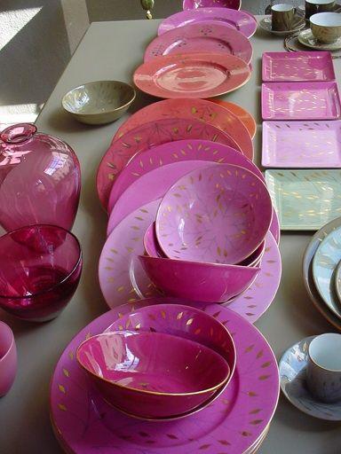 vaisselle, bols, assiettes couleur framboise  >> épinglé par MayoParasol, maillots de bain anti UV et vêtements anti UV - Inspiration Collection Framboisine