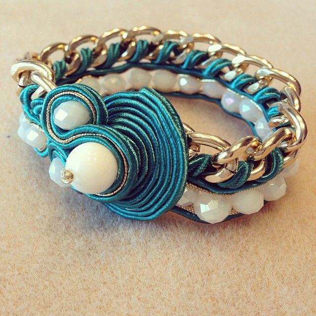 Bracciale con catena e tecnica soutache #accessori #turchese #turquoise #tiffany #soutache #soutachemania #fashion #fattoamano #gioielli #handmade #jewelry #bianco #bijoux