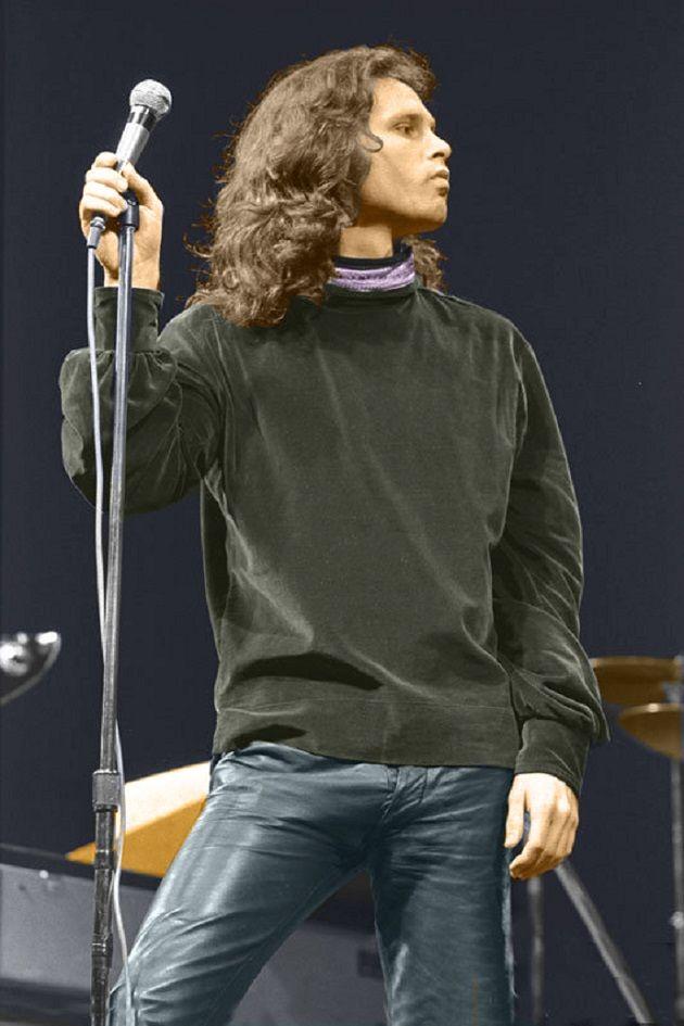 Jim Morrison no palco (The Doors no Westbury Music Fair, em janeiro de 1970). Veja mais em: http://semioticas1.blogspot.com.br/2013/12/jim-morrison-aos-70.html