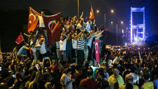 confuso intento de golpe en turquia por parte de militares