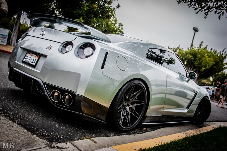 "Nissan GT-R ""Godzilla"""