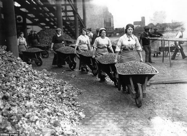Hard graft for women in Coventry during #WW1 - big wheelbarrows of broken brick and stone pic.twitter.com/uxsymbVJE2