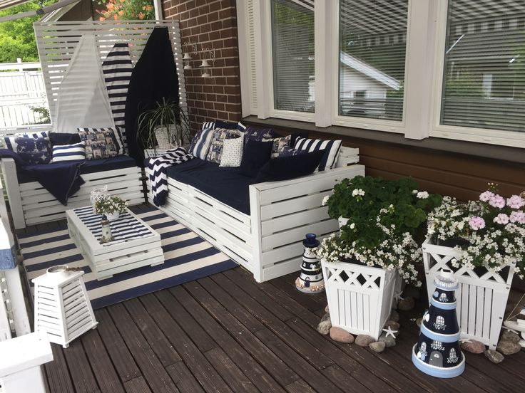 I made it and I love...my teracce Pallet project,clay pots lighthouse,nautical pillows,blanket,sails ⚓️