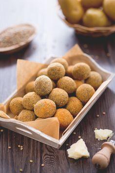 Le #polpette di lenticchie sono una variante vegetariana delle classiche polpette.Perfette come #fingerfood! #Giallozafferano #recipe #ricetta