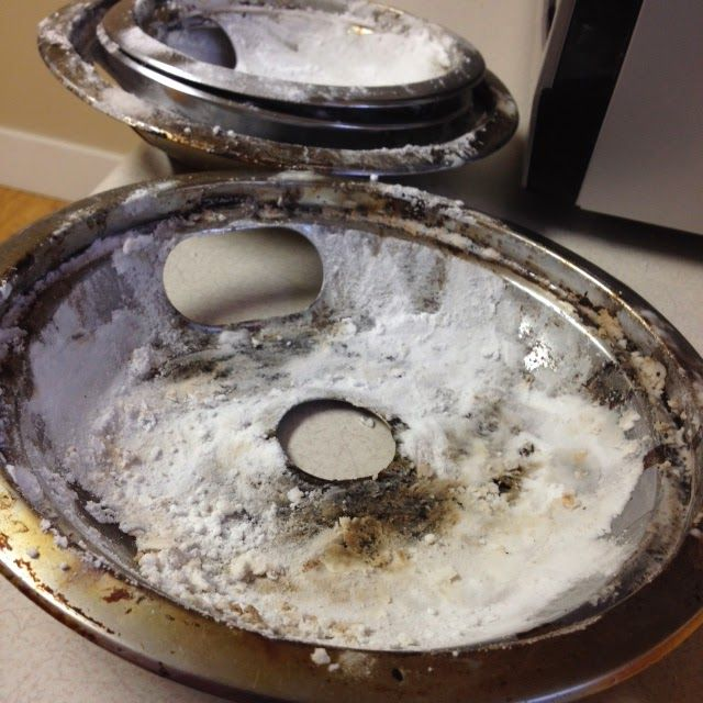 "Yeah…. Those filthy drip pans are mine. The oven is just the last thing on my mind to clean but, well, let's just say it got to that point. I needed a method with little effort though because I hate cleaning, and this, I'm pleased to say, was definitely it! SUPPLIES: Vinegar Baking soda Scrubber … Continue reading ""Clean Drip Pans With No Effort"""