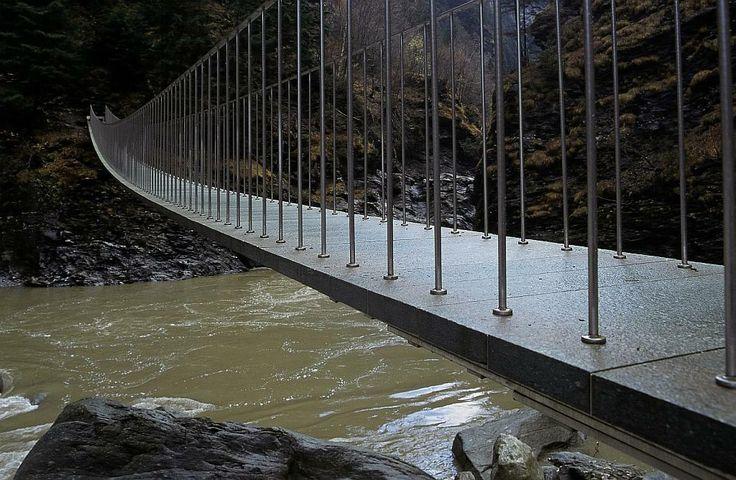 Jürg Conzett Pùnt da Suransuns, Viamala , 1997 – 1999 brilliantly constructed pedestrian bridge that Conzett designed within the Via Mala gorge in eastern Switzerland.