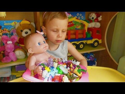 Купаем куклу пупсика в ванной с игрушками Bathe doll pupsika bathroom with toys - YouTube