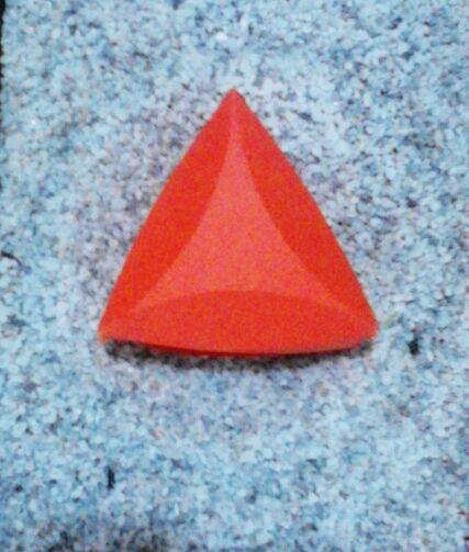 Prisma triangular de base rectangular con dobleces curvos