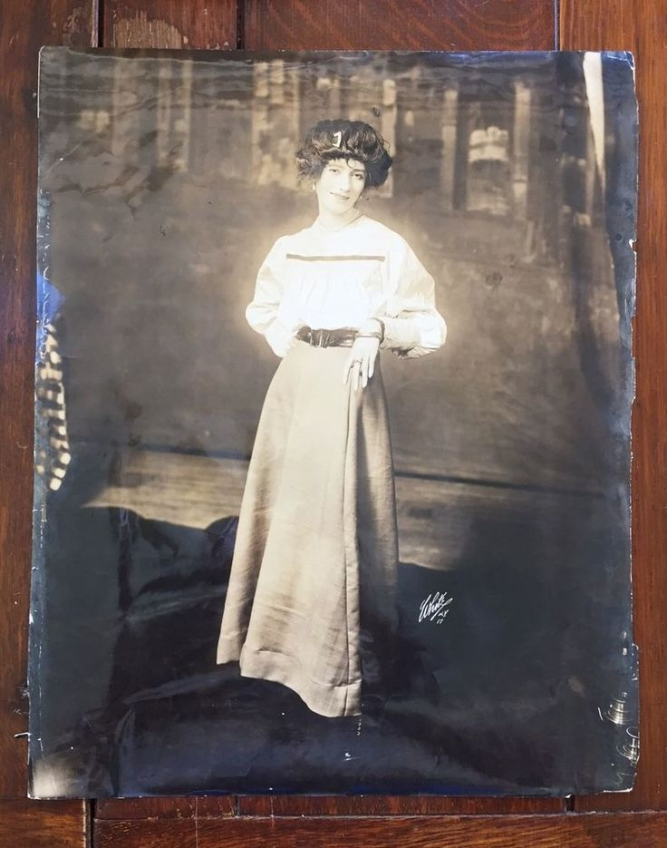 LYNN FONTANNE / 1917 / WHITE Studios / Broadway's OUT THERE / STAR + big bad wig