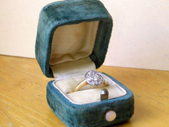 SALE 10 OFF Antique Vintage velvet Ring Box Case MOP by LucyLucy9 & 32 best Antieke juwelen images on Pinterest   Antique rings Ring ... Aboutintivar.Com