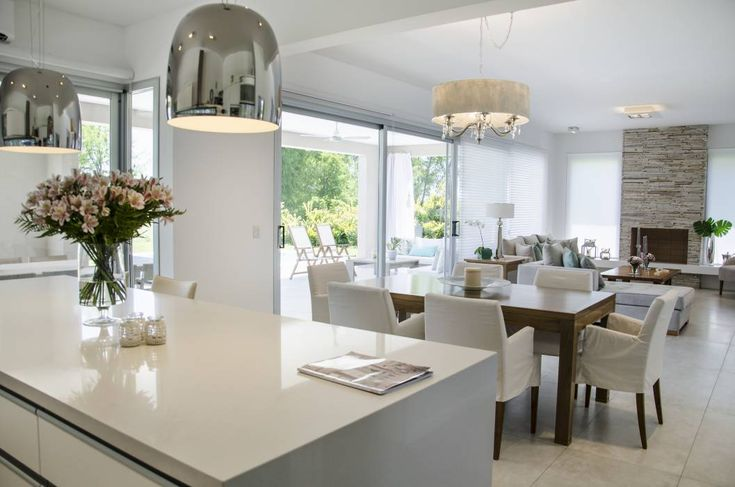 Salas de estar modernas por Parrado Arquitectura