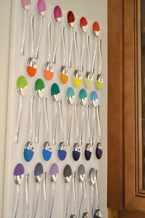 Uma decoração criativa! #colheres #decoração #cores