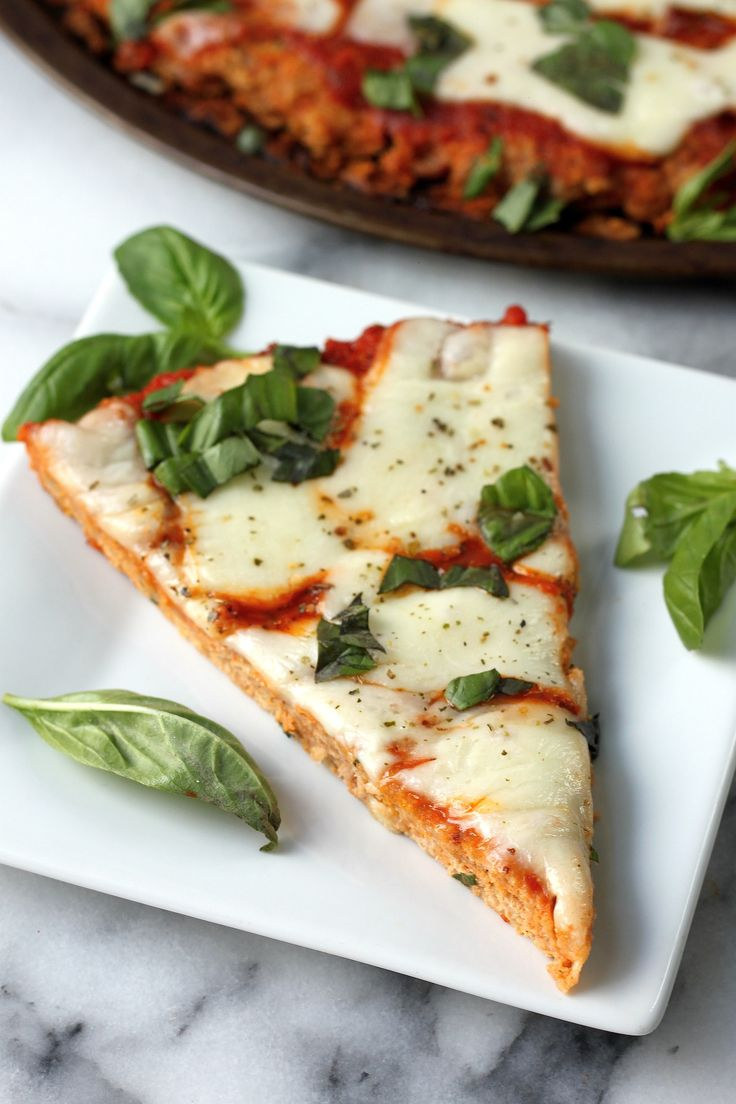 Margherita Meatza - this quick, healthy meal features a turkey meat crust, fresh mozzarella, and tangy tomato sauce!