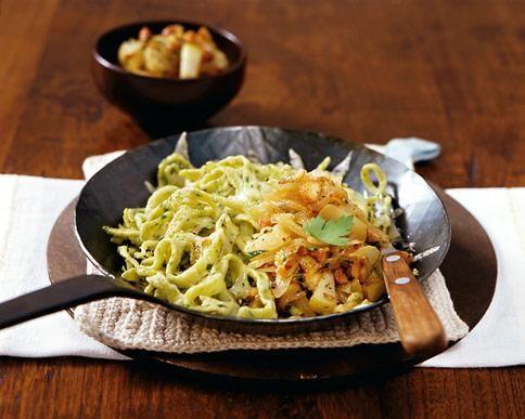 Käsespätzle mit Zwiebel-Birnen-Schmelz Rezept - [ESSEN UND TRINKEN]