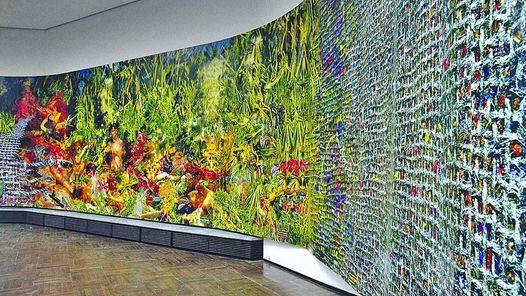 """""""Paintant Stories"""", de Fabián Marcaccio, se mete en la ciudad. La monumental obra, dice el artista, se alimenta de Internet, de la televisión, de la biotecnología y de los graffitis."""
