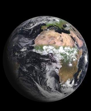 地球の総体温度に最も影響のある 海洋温度が現在上昇しているようです。  AFPの記事中の 60000±48000年前の時期の 極小期間に  それぞれの種の閾値(生存臨界値)があるわけだから、   今の私達自身の問題として捉えても、過ぎることはなさそうです。  AFPBB【大量絶滅は「速く進行」、中国の地層分析で判明 研究】 http://www.afpbb.com/articles/-/3008330   ナショジオ【温暖化の熱の一部は海中に潜んでいる?】 http://www.nationalgeographic.co.jp/news/news_article.php?file_id=20140212001