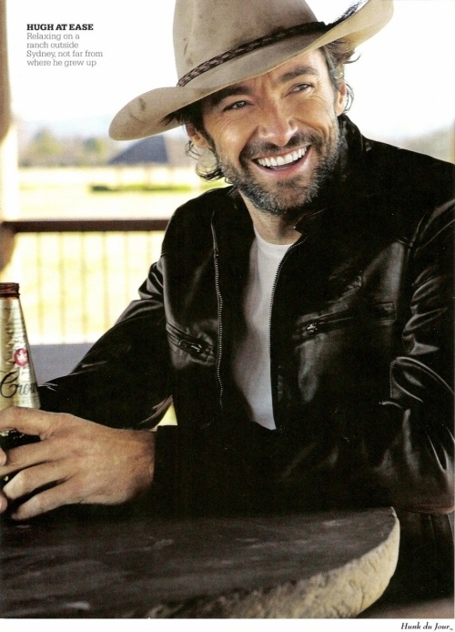 Hugh Jackman. Un cappello da cowboy e una birra. C'è qualcosa da aggiungere?!