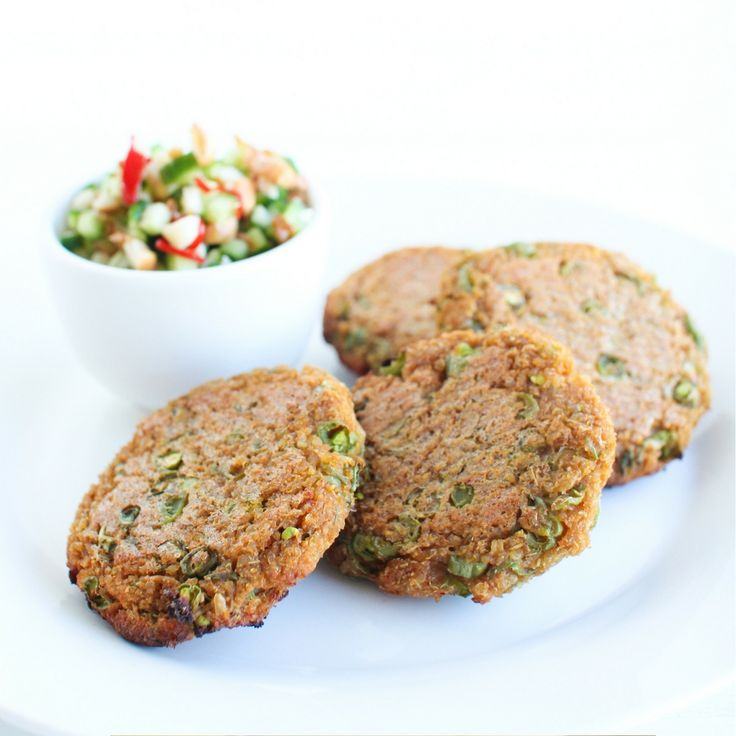 Thai Quinoa & Rice Cakes with Cucumber & Peanut Salad. Click Visit for the recipe on our blog.
