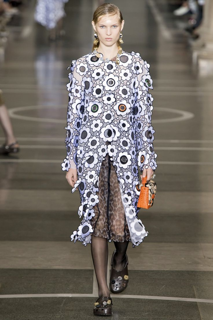 See the complete Christopher Kane Spring 2017 Ready-to-Wear collection.
