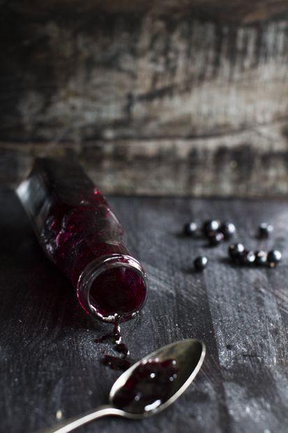 Blackcurrant syrup. http://www.jotainmaukasta.fi/2014/08/19/mustaherukkakakku-ja-mustaherukkasiirappi/