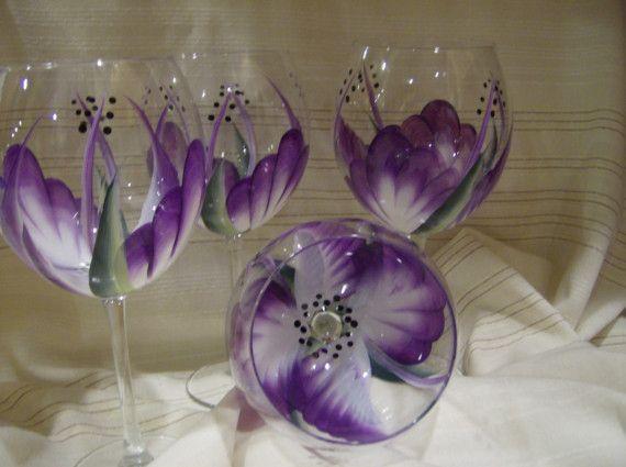 Verres à vin pourpres de peintes à la main par simplethingsbykathy