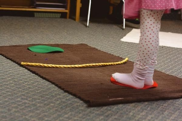 I love these ideas for a shelf of movement activities int eh classroom. Looks perfect for Children's House but could work in E1 too! Montessori Movement Shelf - montessori works