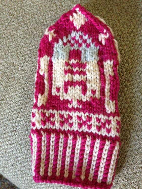 R2-D2 norwegian mittens, modified sarah bradberry's chart. Quince and co lark.