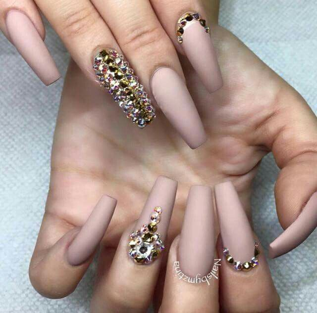 Nails nude strass gold