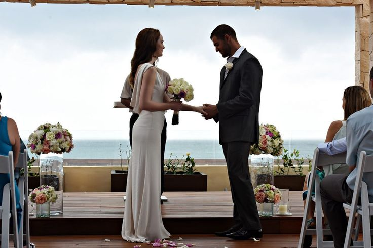 A step-by-step guide on how to plan a destination vow renewal by @funjetweddings #WeddingsbyFunjet #VowRenewal