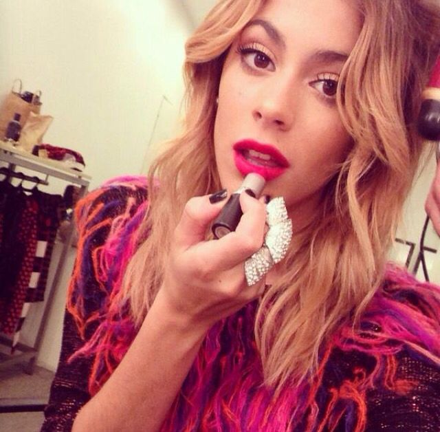 Doing My Lipstick