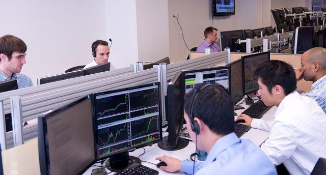Trading Forex Jangka Pendek atau Jangka Panjang? bila anda pemula dan maasih bingung untuk memilih bisa baca ulasan ini untuk mendapatkan gambaran