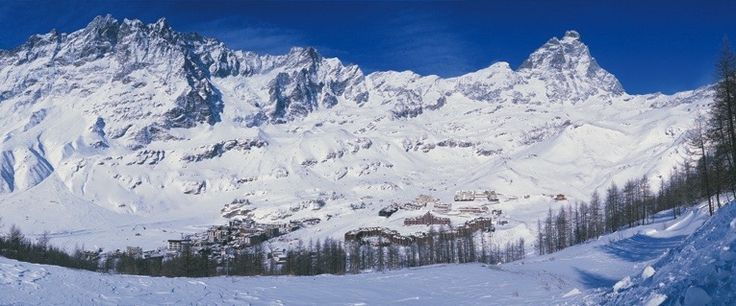 6 Resorts to Consider for a January Ski Weekend - Read more at http://momentumski.com/resorts-january-ski-weekend/