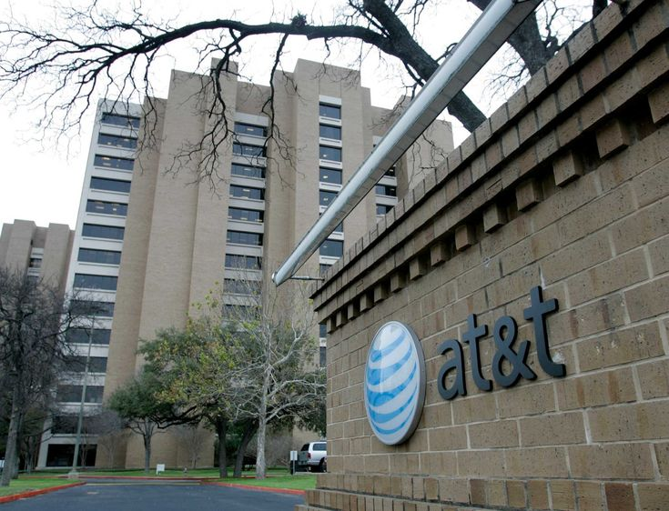AT&T customers temporarily cannot dial 911 in the Houston area, Houston Police Chief Art Acevedo warned cell phone users Wednesday night.