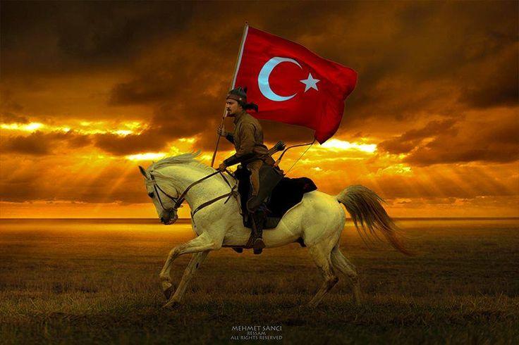 At üstünde ve şanlı bayrak elinde... © Mehmet Sancı.  (Kaynak: Facebook - Photography TÜRKİYE)
