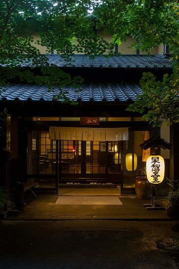 "This is what we call japanese style hotel "" Ryokan "", this ryokan is "" Sanga Ryokan ""in japan. the pic is the entrance of the ""Sanga Ryokan"", once you get through this entrance, you will have never-experienced one, I guess. #japan #ryokan #japanese_style_hotel"