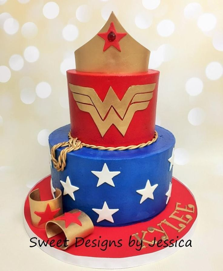 Wonder Woman - Cake by SweetdesignsbyJesica