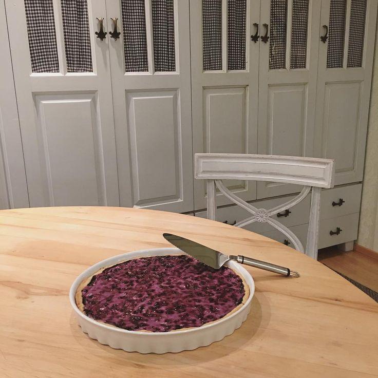 #mustikkapiirakkaa #leivotaan #itsetehty #herkkua #jälkiruokaa #blueberrypie #homemade #baking #maalaisromanttinen #koti #sisustus #blueberry #pie #blåbärspaj #blåbärstårta