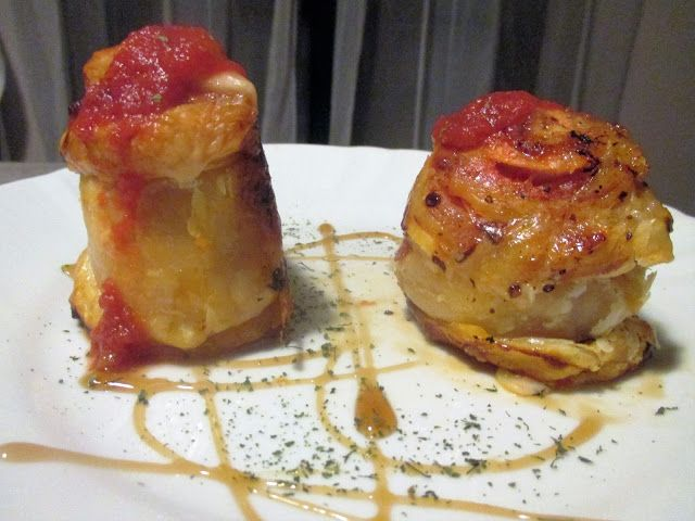 FORNELLI IN FIAMME: ROLLS OF PASTRY WITH TOMATO SAUCE, CHAMPIGNONS MUS...