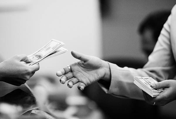 Inilah cara-cara menagih hutang macet yang sangat unik untuk menagih ke orang yang susah membayar hutang. Baca selengkapnya disini.