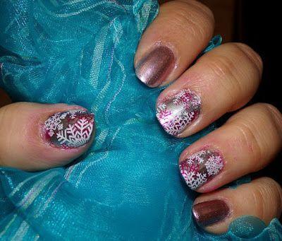 Maquillaje and Beauty: Manicura Navideña.. Manicura Navideña. #Manicuras #nails #nailart