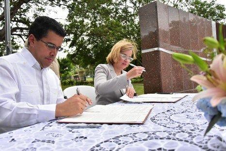 David Collado firma acuerdo de hermandad y cooperación con alcalde de Puerto Rico