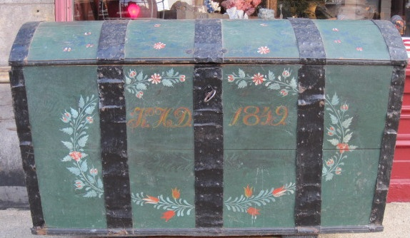 My mom has a chest that looks exactly like this! Loved it since I was little. Reminds me of home.