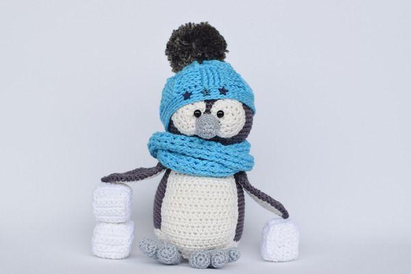 #Häkelanleitung - Pinguin mit Korbmustermütze und Eiswürfel https://www.crazypatterns.net/de/items/19767/haekelicious-pinguin-mit-korbmustermuetze-und-eiswuerfel
