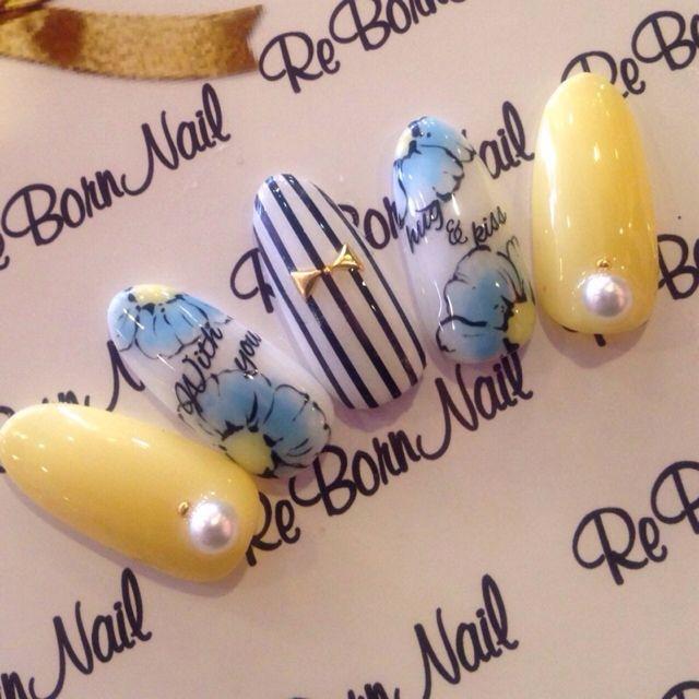 Love the flower nail art in this one!  かわいいネイルを見つけたよ♪ #nailbook