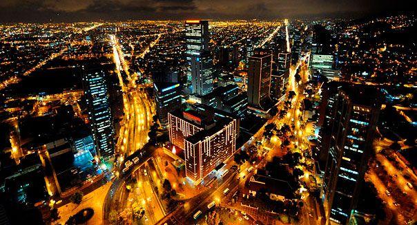 La espectacular noche de Bogotá, una ciudad muy iluminada.