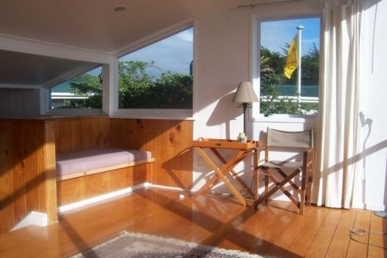 Olde Beach Pearl - Waikanae Beach Bach in Waikanae Beach, Kapiti Coast | Bookabach
