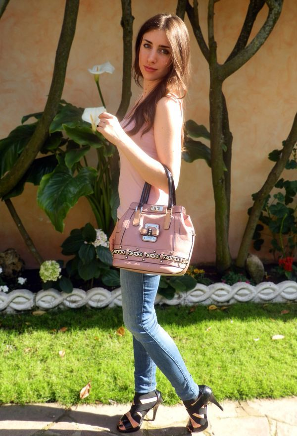 Look by @fleur_d_hiver with #hm #jeans #heels #black #pink #guess #bags #hollister #outfit.