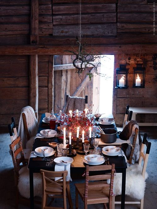 // comfy seating: Christmas Dinners, Tables Sets, Christmas Tables, Fall Dinners, Barns Parts, Dinners Tables, Dinners Parties, Logs Cabins, Cabins Christmas